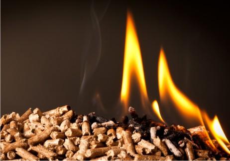 Holzpellets verbrennen schadstoffärmer als andere Holzbrennstoffe und sind in der Anwendung bei den automatischen NMT-Pelletkesseln komfortabler.